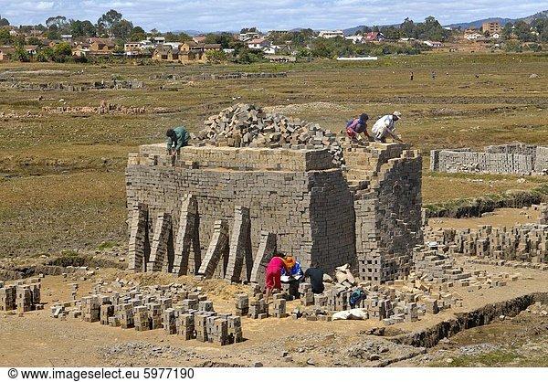 Backsteinproduktion in Antananarivo,  Madagaskar,  Afrika