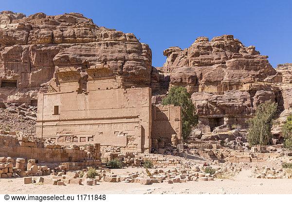 Jordanien,  Petra,  Blick zur Ruine des Qasr al-Bint Tempels