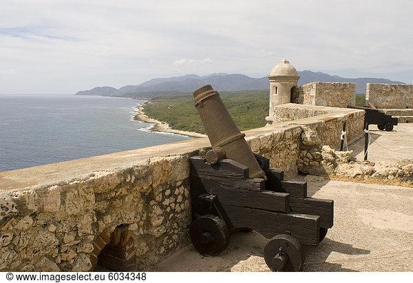 Kubanische Küste und Castillo del Morro,  eine Festung am Eingang der Bucht von Santiago,  UNESCO-Weltkulturerbe,  10 km südwestlich von Santiago De Cuba,  Kuba,  Westindische Inseln,  Mittelamerika