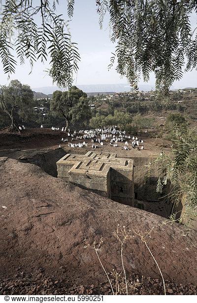 Sonntagsmesse wird an die Felskirchen Kirche von Bet Giyorgis (St. Georg),  gefeiert,  in Lalibela,  UNESCO Weltkulturerbe,  Äthiopien,  Afrika
