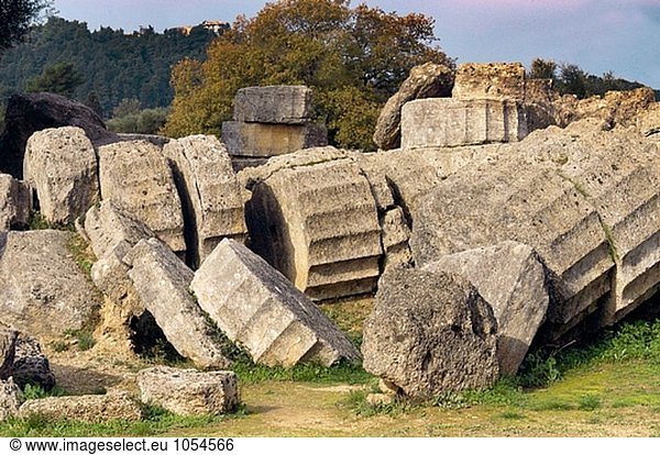 Tempel des Zeus,  Ruinen der antiken Olympia. Peloponnes. Griechenland
